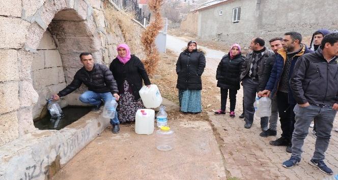 23.00 - Ödenmemiş faturalar nedeniyle susuz kalan köy halkı yardım bekliyor