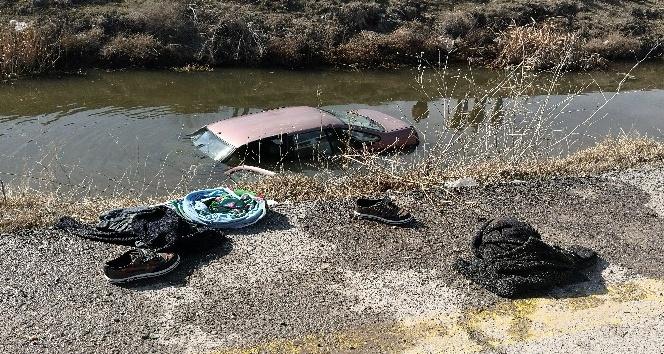 Sulama kanalına uçan otomobildeki anne ve çocuğunu genç adam kurtardı