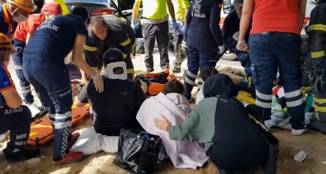Kazada yaralanan 2si çocuk 4 yaralıya ilk müdahale refüjde yapıldı
