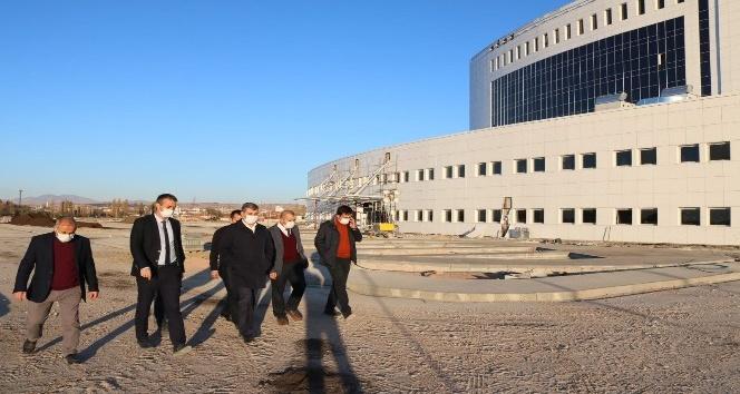 Başkan Altınsoy hastane ek hizmet binasını inceledi