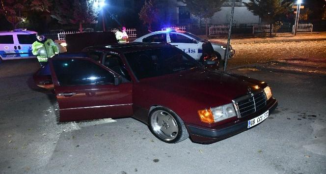 Polisin dur ihtarına uymayan sürücü otomobili bırakıp kaçtı