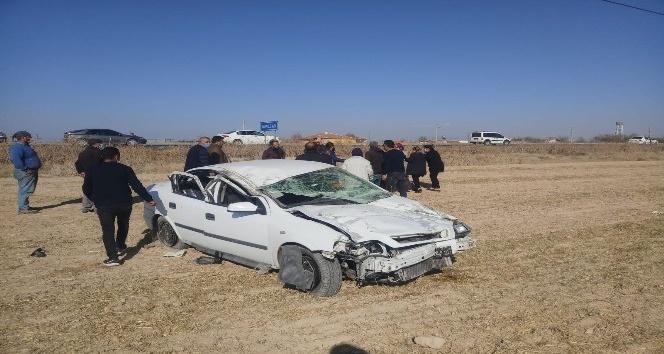 Aksarayda otomobil şarampole devrildi: 4 yaralı