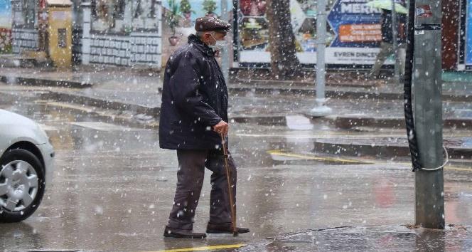 Aksarayda kar yağışı etkisini gösterdi