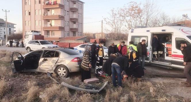Aksarayda iki otomobil çarpıştı: 6 yaralı
