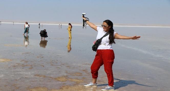 Tuz Gölünde yürüme turizmi bayramda da sahillerdeki yoğunluğu aratmadı