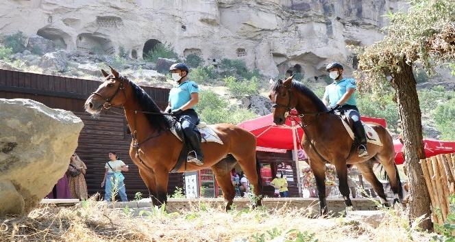 14 kilometrelik Ihlara Vadisinde atlı jandarma timleri devriyede