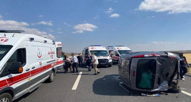 Aksarayda hafif ticari araç ile otomobil çarpıştı: 7 yaralı